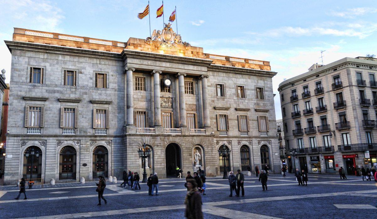 El Gobierno de Barcelona da un paso más en la penalización a los ciudadanos que se desplazan en moto