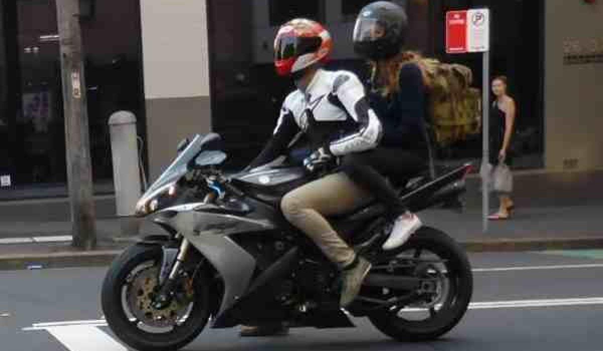 Desde este lunes podrán ir dos personas en una moto independientemente de la fase en la que se encuentre su Comunidad